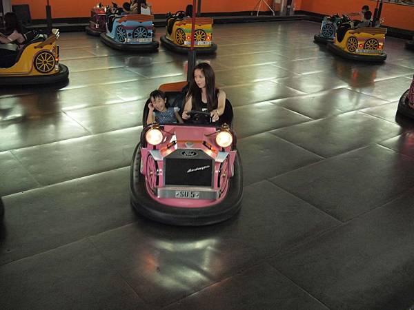 小人國-室內樂園-碰碰車2
