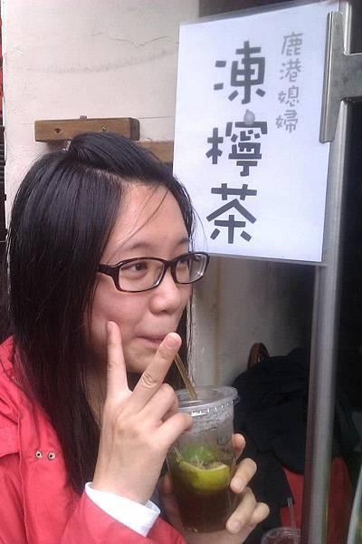 Elaine喝凍檸茶