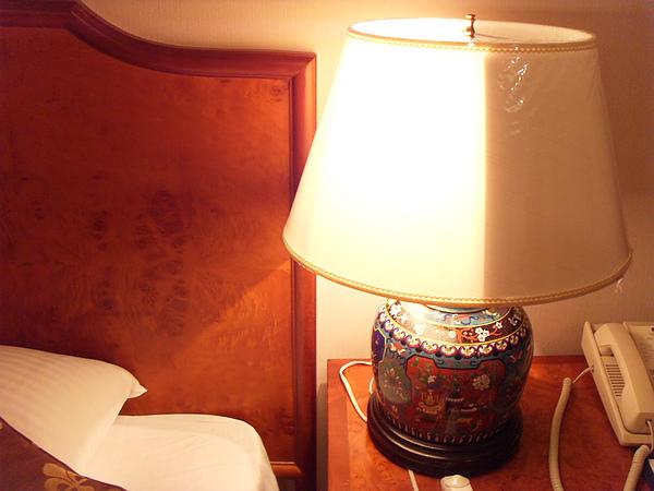 檯燈可以亮一半.JPG