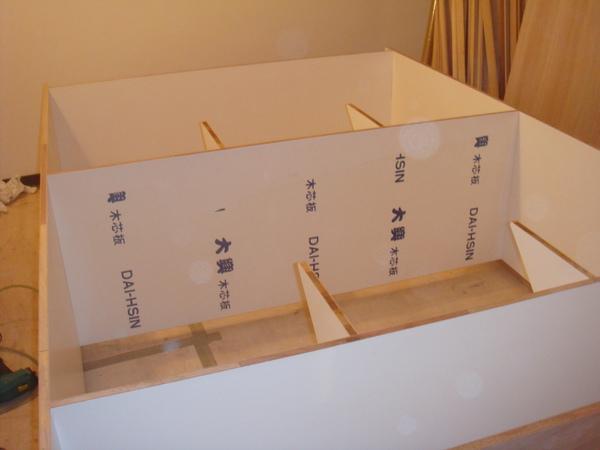 20091118-001ryan房間的衣櫃有樣子囉.jpg