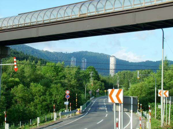 0801-TOMAMU車站就可以看見渡假村大樓-DSCF5425.JPG