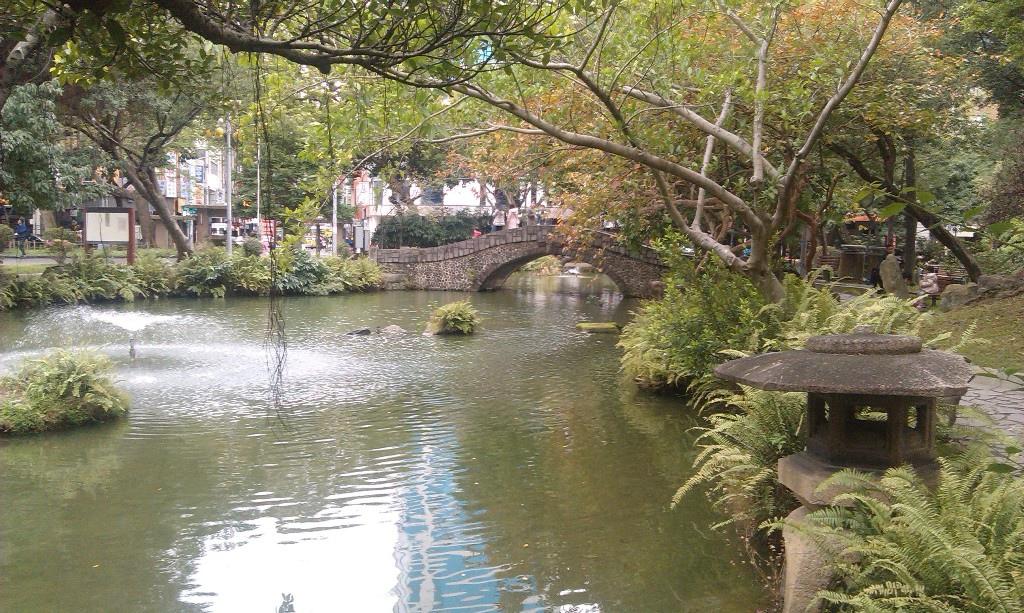 水池拱橋石燈籠