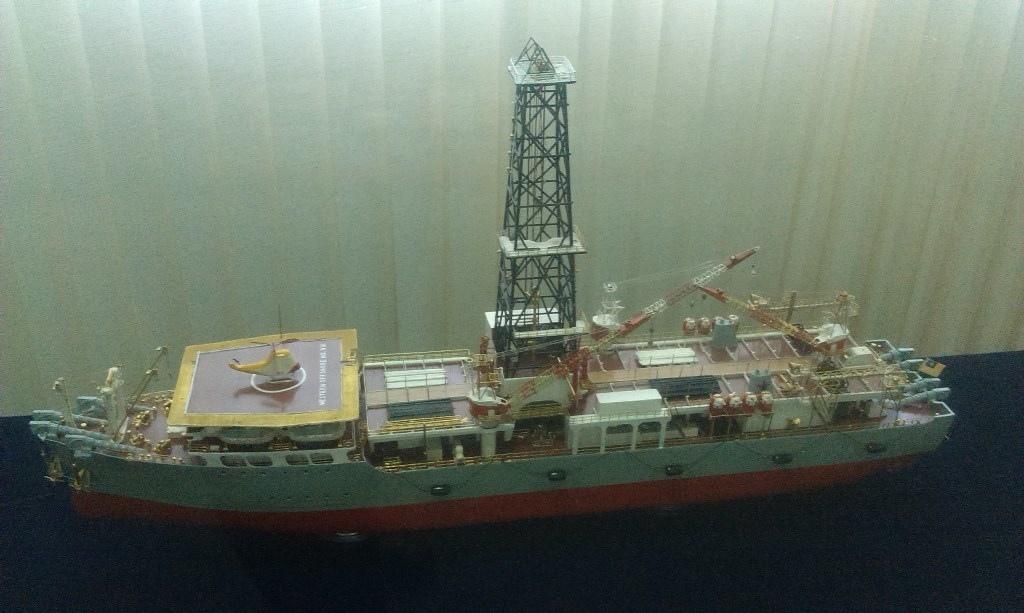 鑽油船.jpg