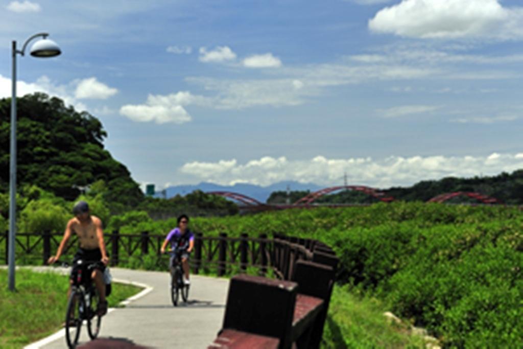 紅樹傍橋-黃文坤.jpg