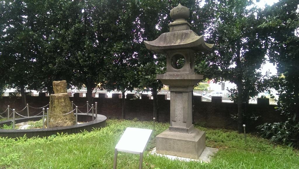臺灣神社石燈籠.jpg