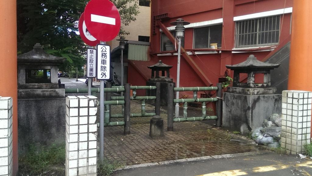 汐止神社神橋燈籠.jpg