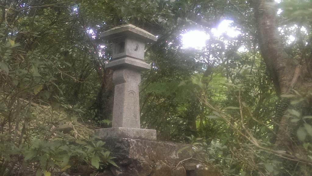 侯硐社石燈籠.jpg