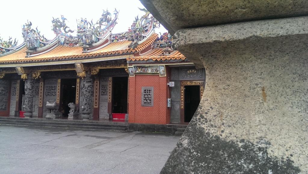 淡水神社石燈籠-2.jpg