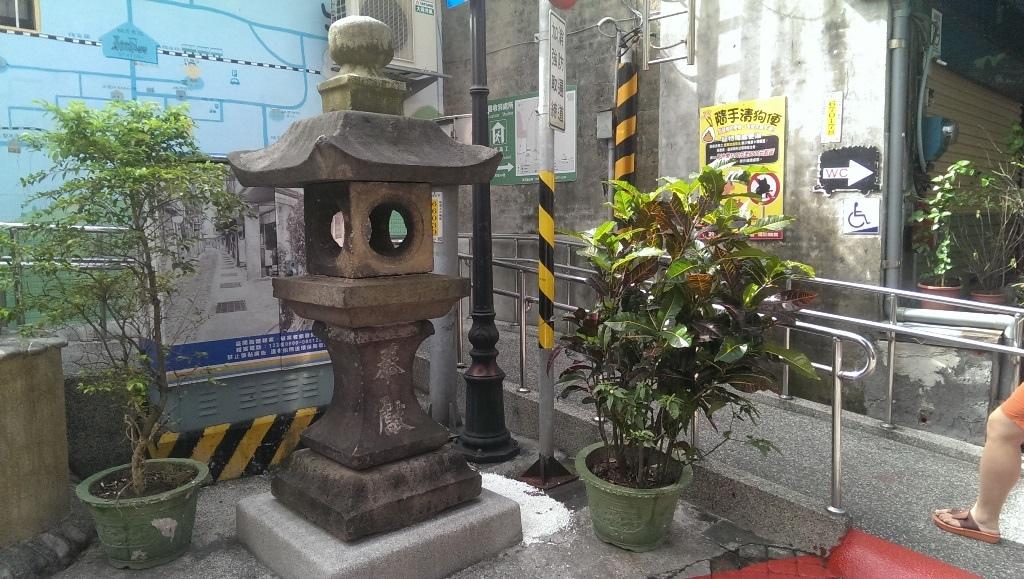 瑞芳神社石燈籠.jpg
