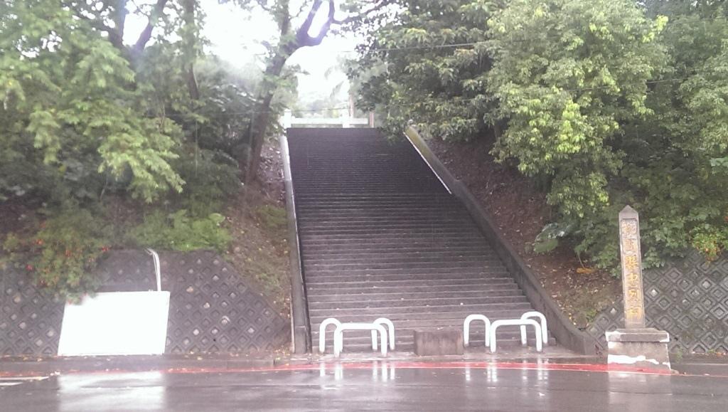 桃園神社-入口參道.jpg