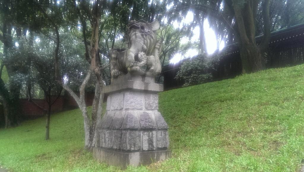 桃園神社-母狛犬.jpg