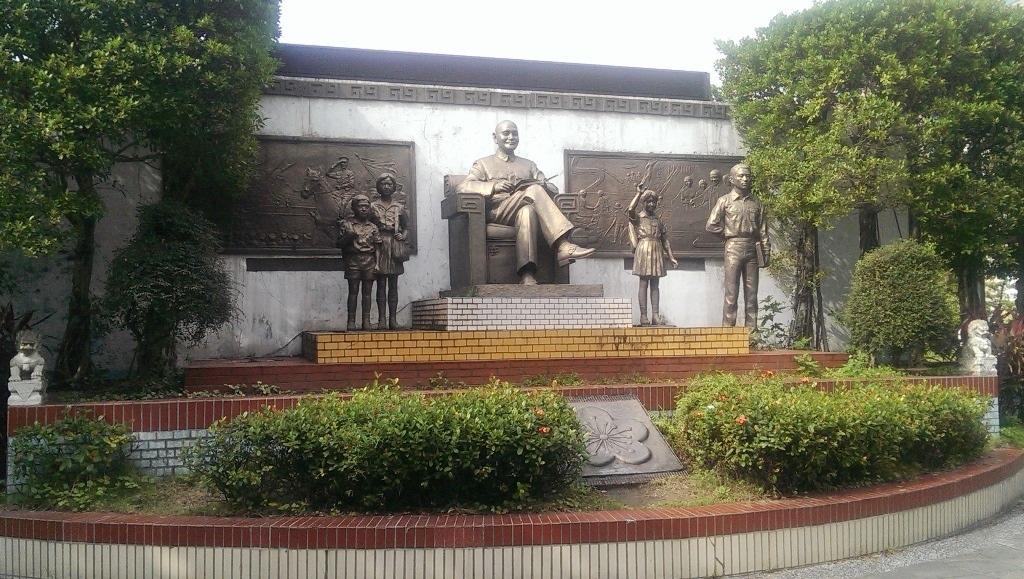 中正國小-蔣公銅像.jpg