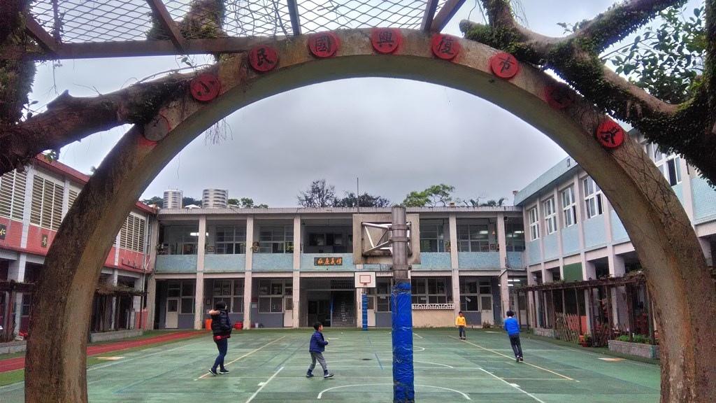 復興國小-校舍及舊校門.jpg