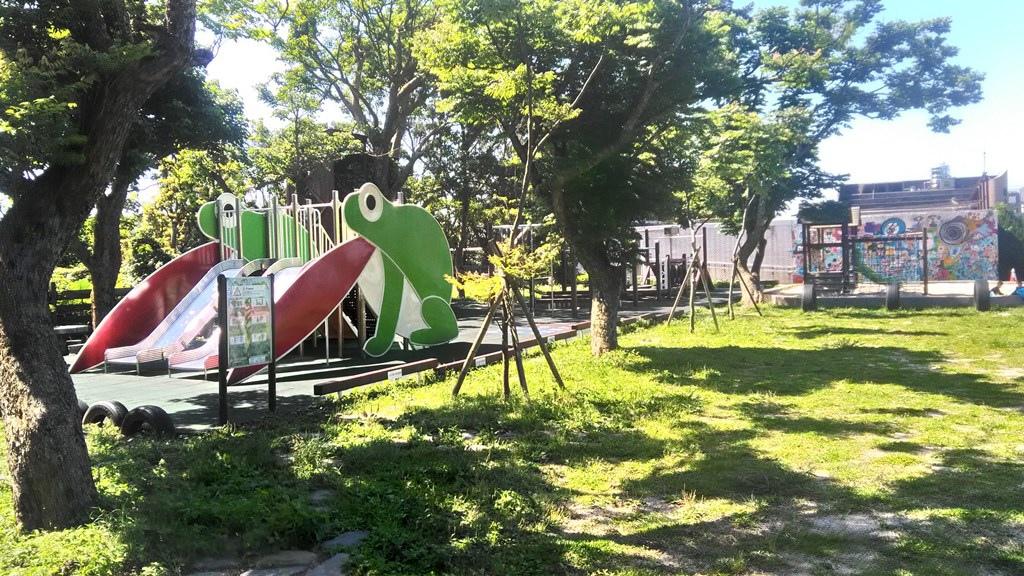 平等國小-青蛙溜滑梯.jpg