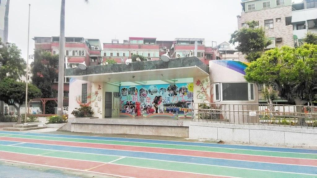 士東國小-升旗臺.jpg