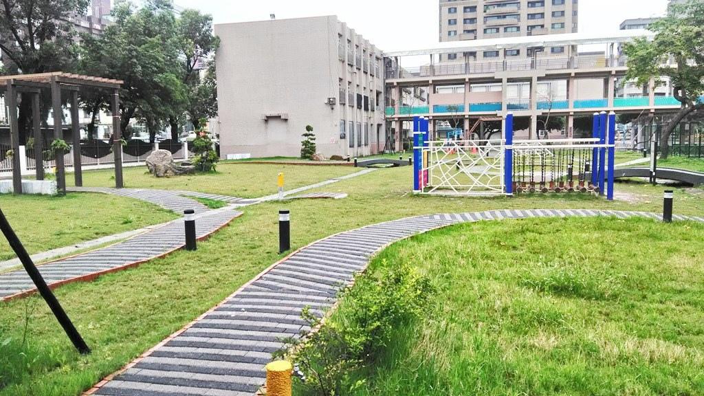 雙蓮國小-校園.jpg