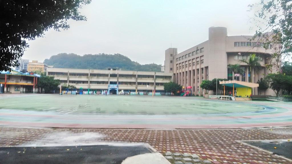 大安國小-校舍升旗臺.jpg