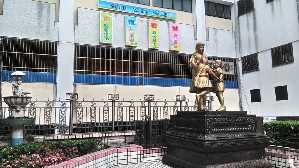 東湖國小-春風化雨塑像.jpg