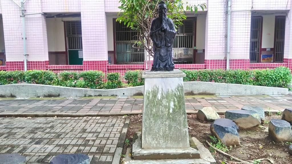 雙園國小-孔子雕像.jpg