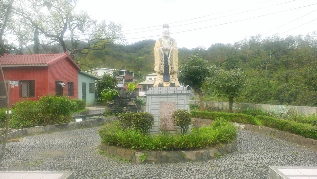 平溪國小-1973孔子雕像.jpg