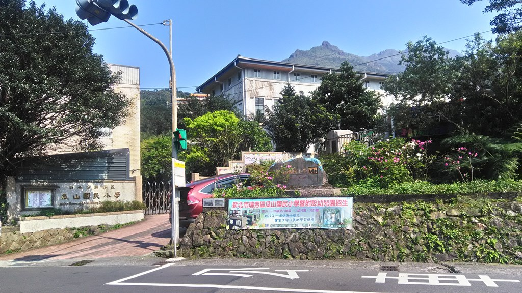 瓜山國小-校門.jpg