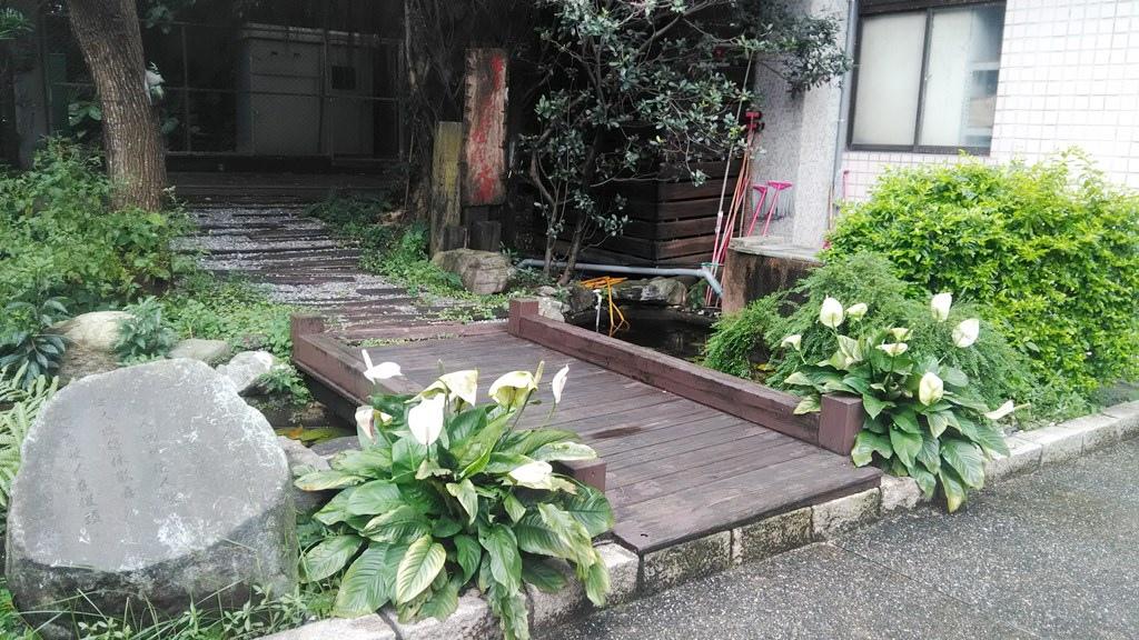 經國管理學院-校門口小花園.jpg