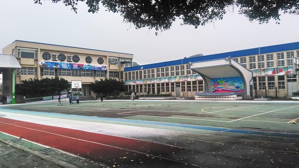 老梅國小-校舍及升旗臺.jpg