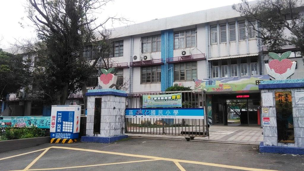 興仁國小-校門.jpg