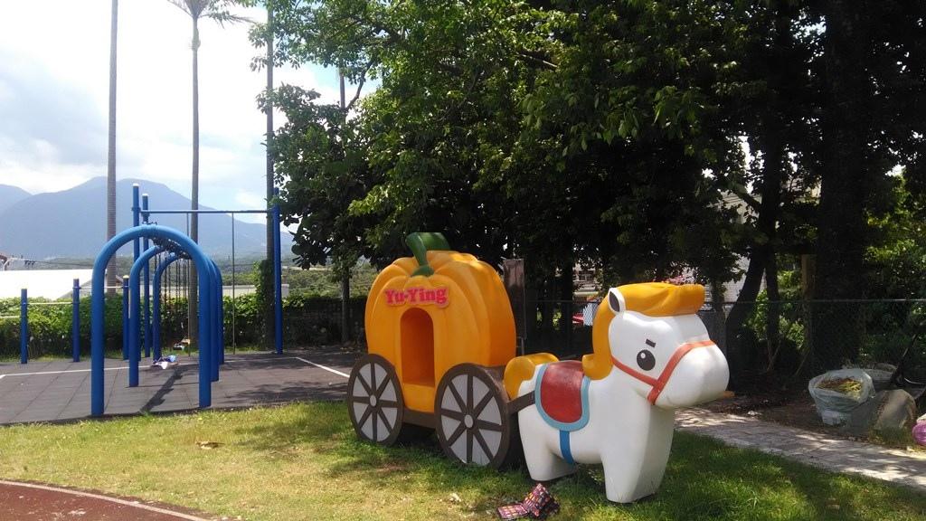 育英國小-可愛馬車造型裝飾.jpg