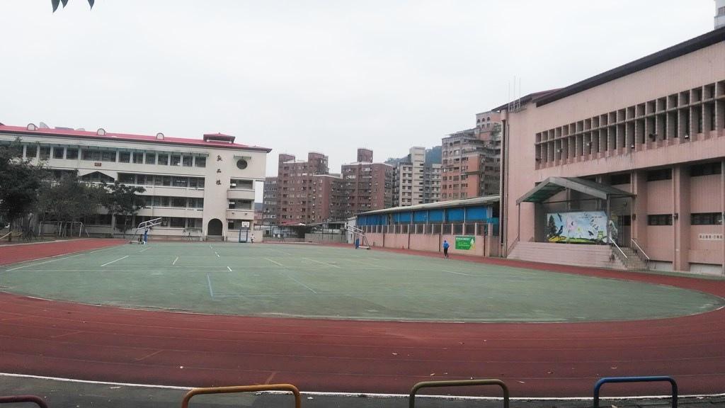 新店國小-校舍升旗臺.jpg