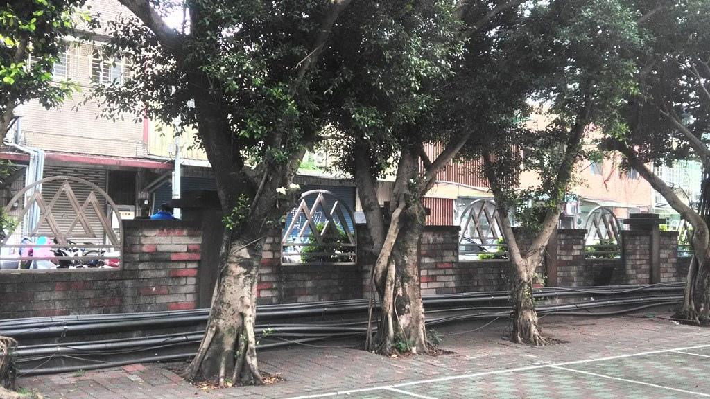 新店國小-校徽形圍墻裝飾.jpg