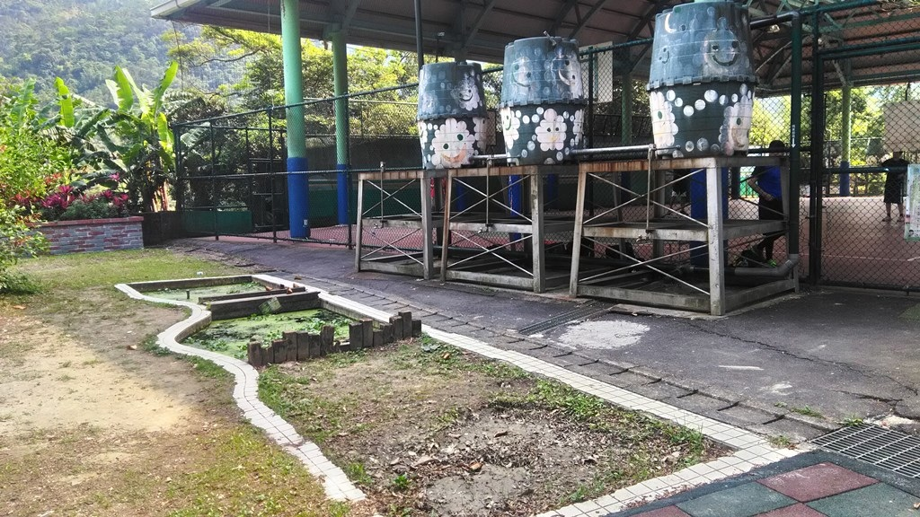 雙峰國小-生態池及儲水桶.jpg