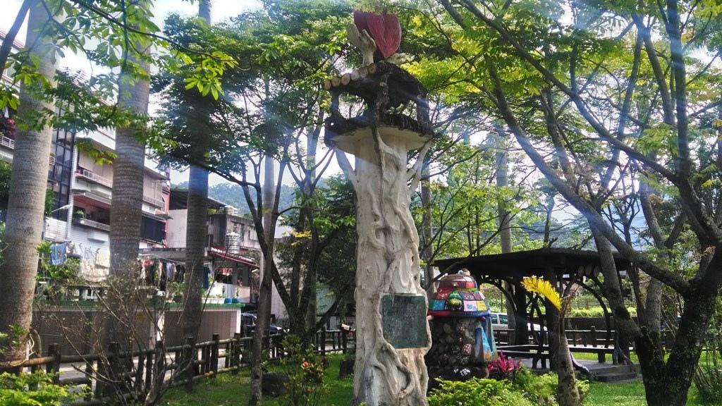 龜山國小-真摯的愛紀念碑1990.jpg