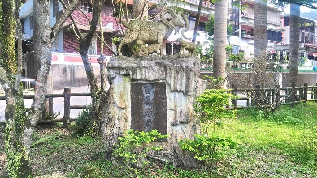 龜山國小-羔羊跪乳雕像.jpg