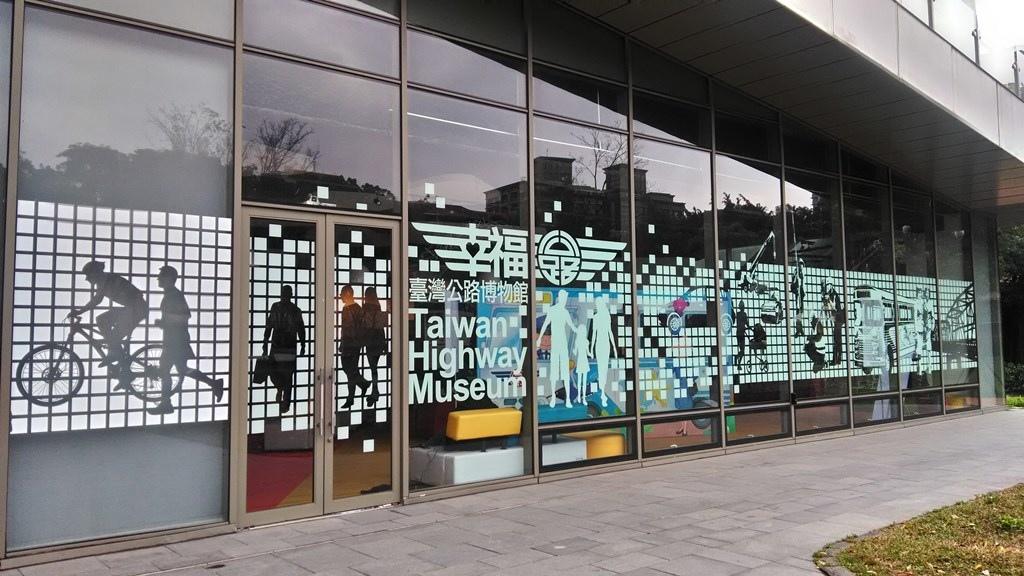 公路博物館3-建築入口裝飾.jpg