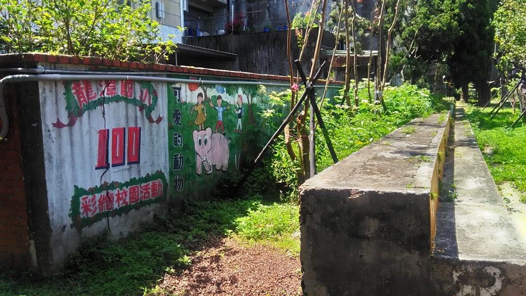 龍潭國小7-百年校慶學生彩繪.jpg