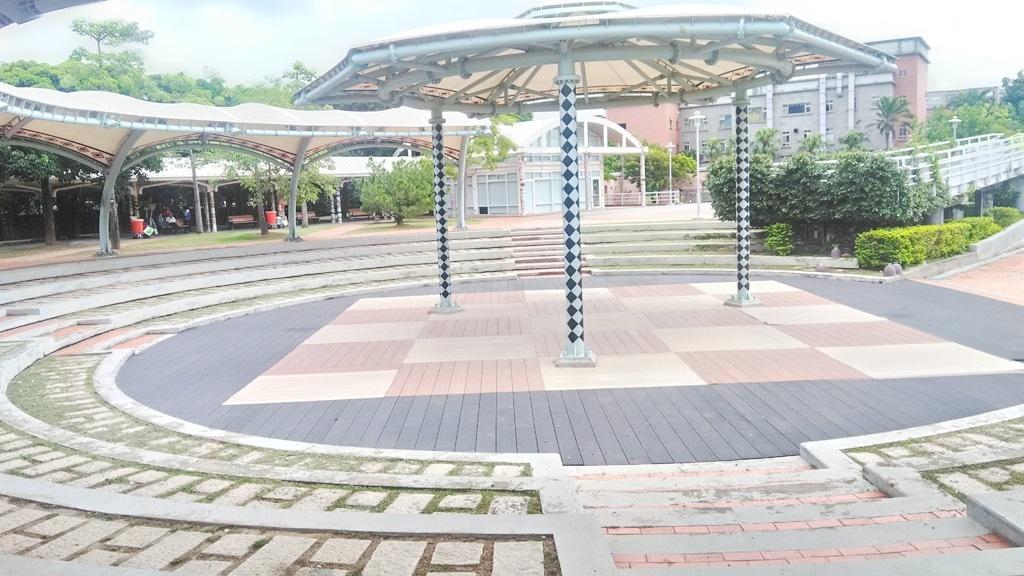 花博公園美術館區-環形廣場.jpg