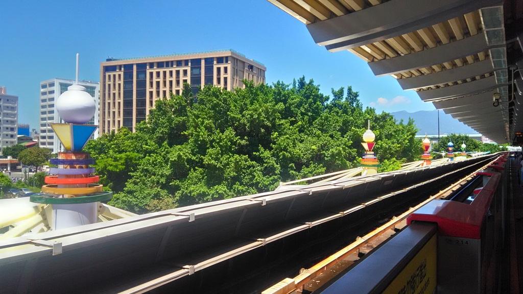 圓山捷運站-燈飾2.jpg