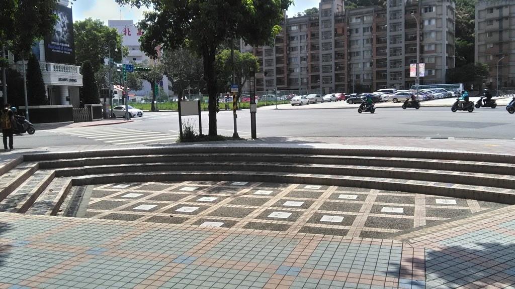臺北志成公園-表演臺.jpg
