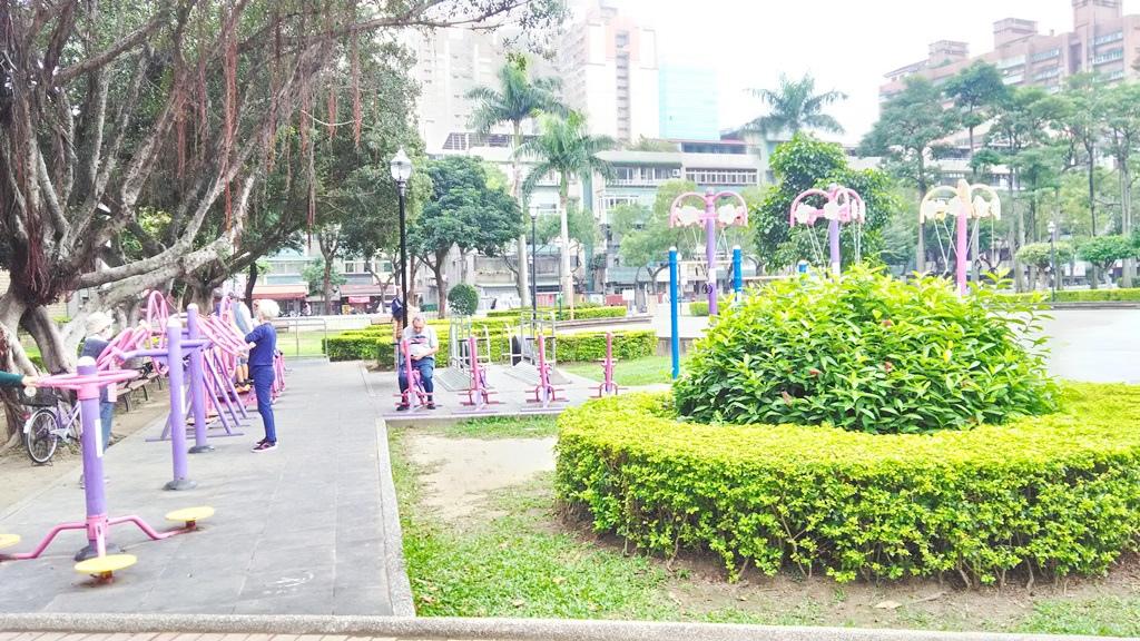 永和仁愛公園-成人健身設施.jpg