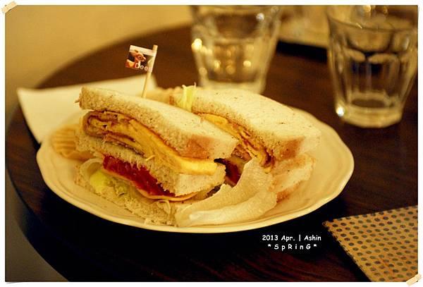 培根蛋飽飽三明治