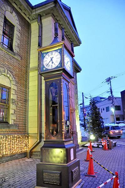 博物館外的古典蒸氣鐘,比我小6歲