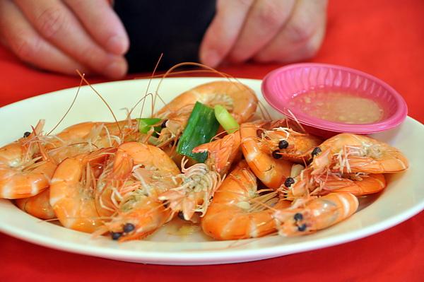 第一道,蝦子,很鮮甜喔