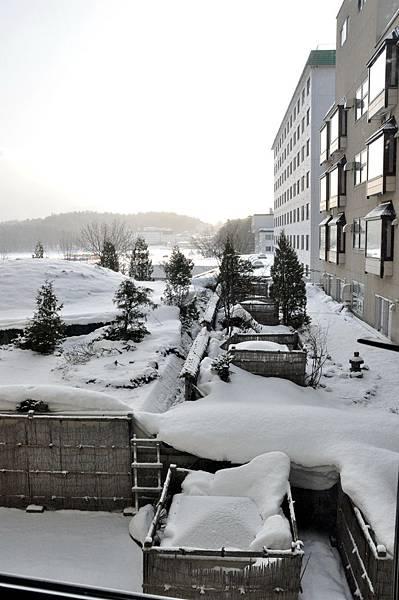 飯店窗外的雪景