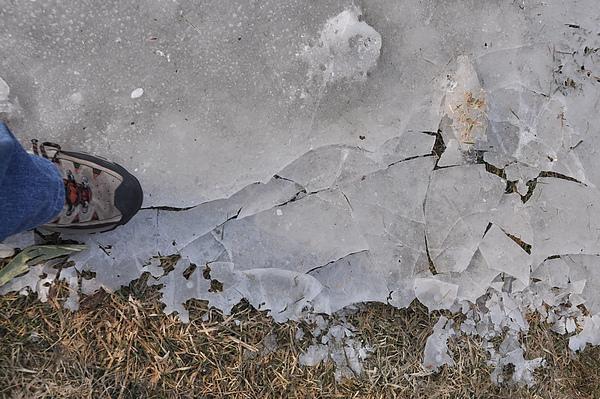 如履薄冰是啥感覺? 就是這樣吧!