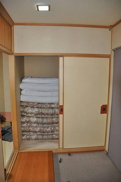 嘿嘿,有多啦A夢睡的壁櫥喔~~