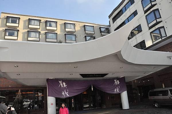 阿寒鶴雅,號稱全日本2010年溫泉旅館第九名,感覺還好而已咧,不過隔天有在他的頂樓溫泉邊泡湯邊看日出,感覺很不錯。