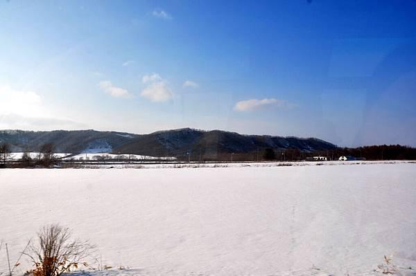公園對面是漂亮的雪景