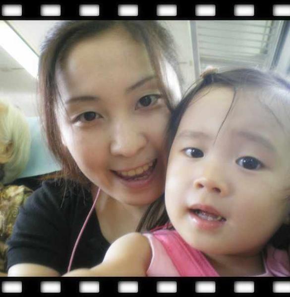 我與媽咪火車上1.jpg