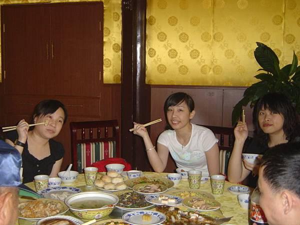 北海公園內用餐~聽說是吃古代皇家的御膳.JPG
